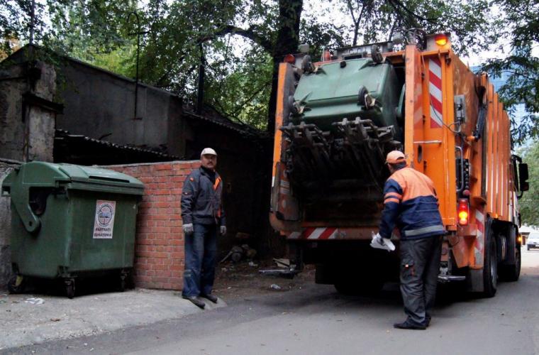 În capitală au fost majorate tarifele pentru evacuarea deșeurilor (VIDEO)