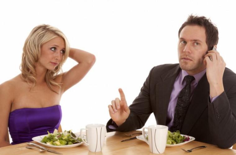 Reguli de etichetă și de bune maniere pe care ar fi bine să le știm