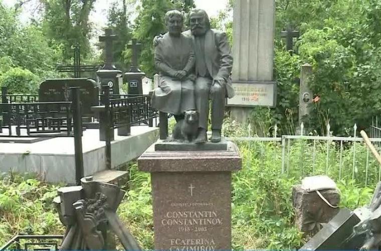 Вандалы разгромили могилу известного актёра на кладбище Святого Лазаря