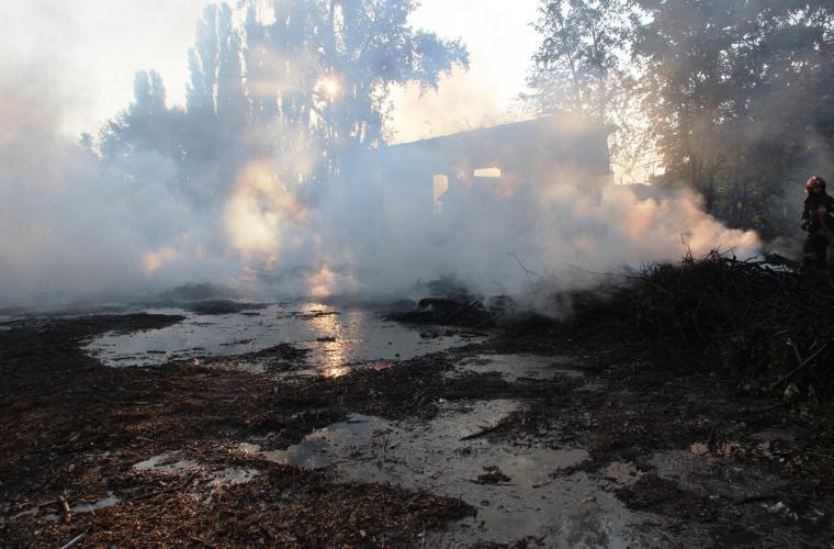Imagini șocante de la incendiul de pe Stadionul Republican (GALERIE FOTO)