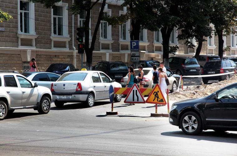 Infotrafic: Capitala a fost invadată de ambuteiaje