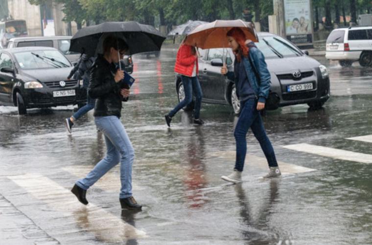 Ploi cu furtuni și fulgere vin spre Moldova