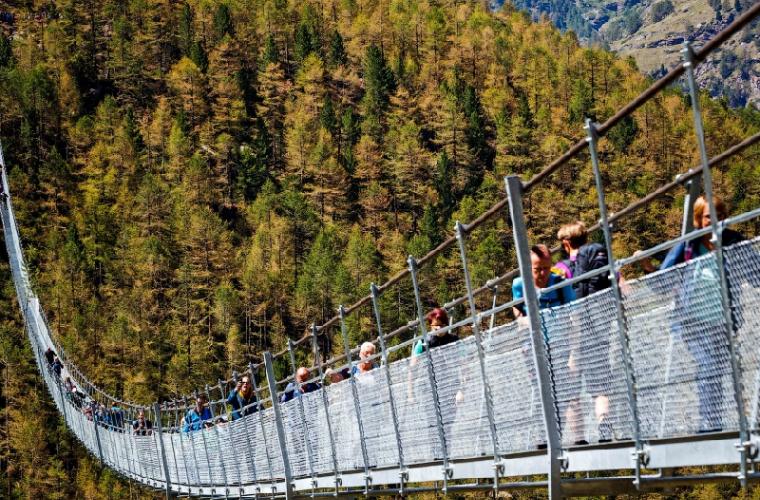 Cum arată cel mai lung pod pietonal din lume (FOTO/VIDEO)