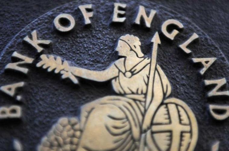Banca Angliei va continua să emită bancnote de plastic, în ciuda protestelor