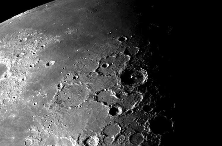 O rocă de pe Lună dezvăluie secretele cîmpului magnetic al satelitului