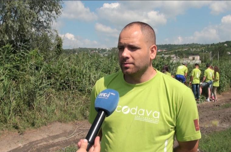Lupta cu deșeurile din albia rîului Bîc continuă: ecologiștii, la cea de-a patra expediție (VIDEO)