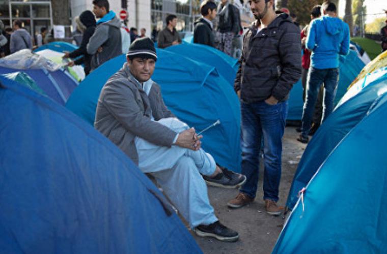 Migranți evacuați din tabere ilegale din nordul Parisului