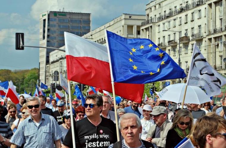 Разрыв между Польшей и ЕС достигает критической точки