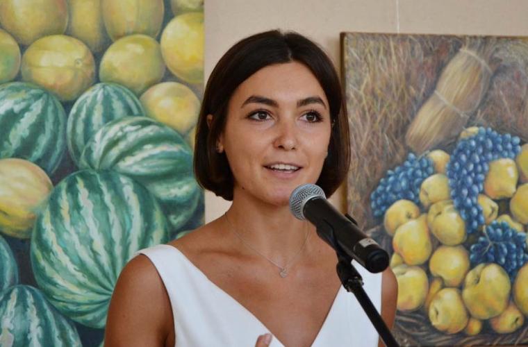 O tînără din Moldova a revenit acasă pentru a-și prezenta picturile (FOTO)