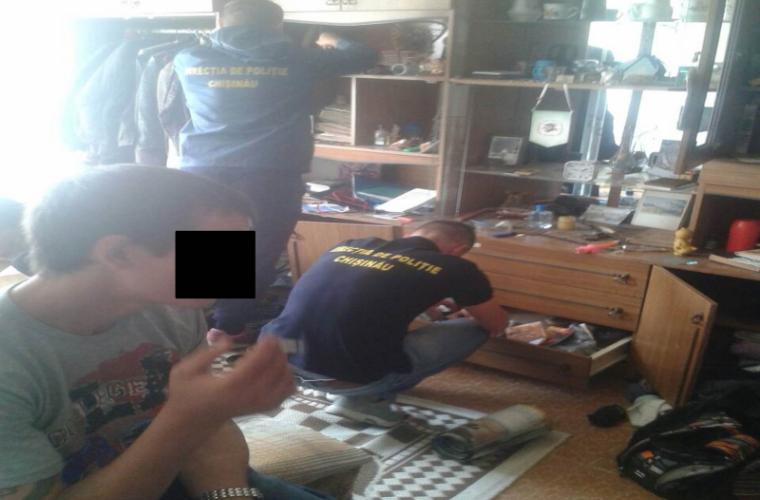 Percheziţii la domiciliul unui hoţ de buzunare (VIDEO)