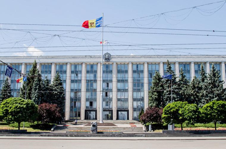 Bătălie strînsă pentru fotoliul de secretar general de stat la ministere