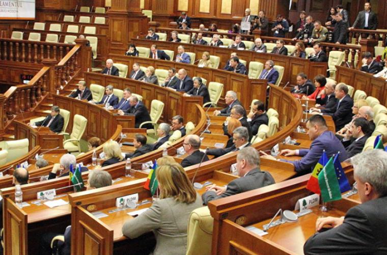 Majoritatea parlamentară a respins trei proiecte de lege ale preşedintelui