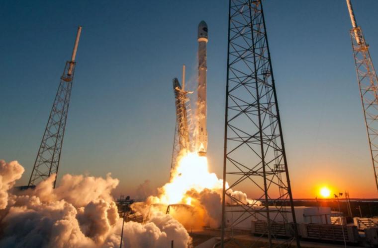 """""""SpaceX"""" a lansat pe orbita Pămîntului 10 sateliți (VIDEO)"""
