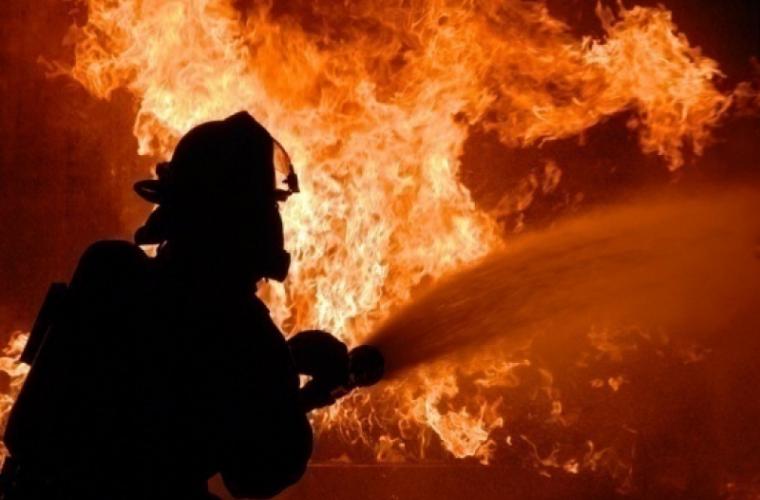 Focul a cuprins un garaj din or. Codru (VIDEO)