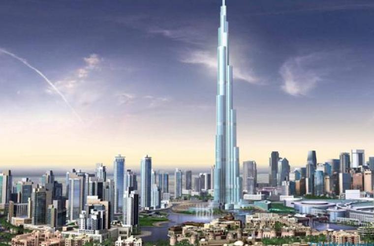 Cît de periculos este spălatul geamurilor celei mai înalte clădiri din lume (VIDEO)