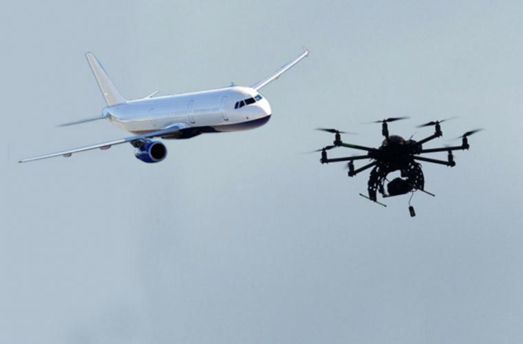 Avion de pasageri, lovit de o dronă în Canada (VIDEO)
