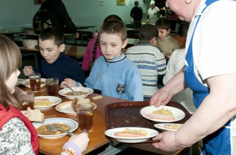 Путь ребенка из молдавского интерната: на улицу или в семью?