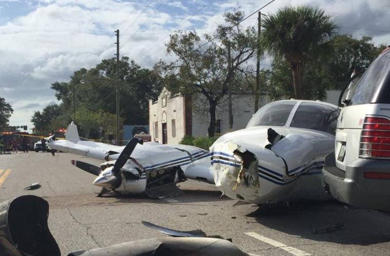 Самолёт в США рцхнул прямо на дорогу (ВИДЕО)