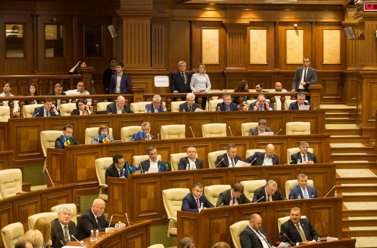 Парламент одобрил отставку Кристины Цэрнэ