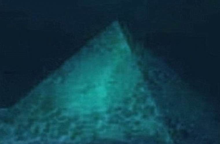 Două piramide ''misterioase'' au fost observate pe fundul Oceanului Atlantic (VIDEO)