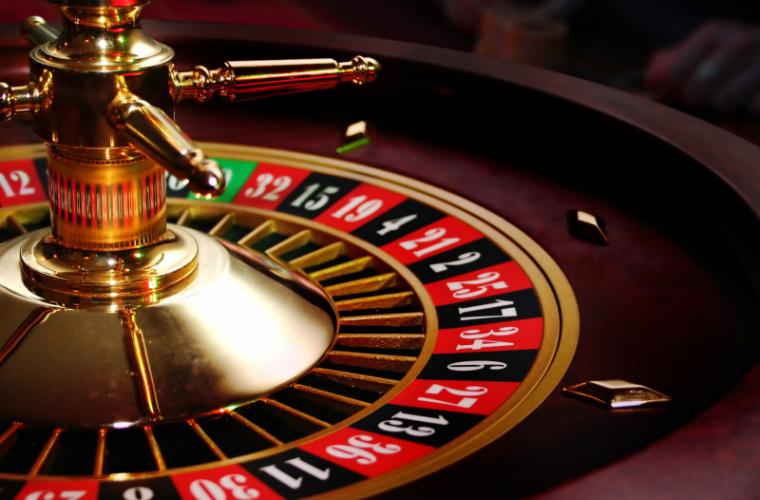Administratorul unui cazinou, trimis în judecată