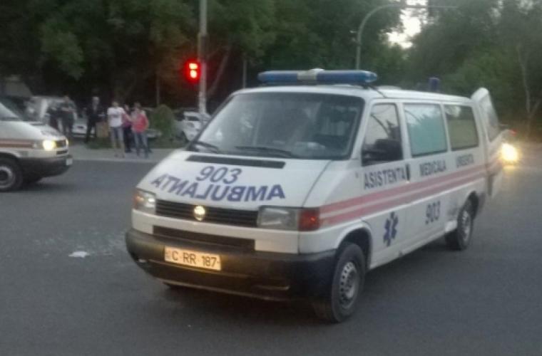 Revoltător! Unii șoferi rămîn indiferenți la semnalizarea unei ambulanțe (VIDEO)
