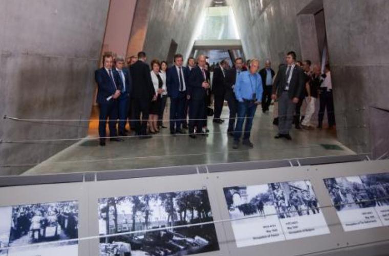 Filip a vizitat Centrul Mondial de Comemorare a Victimelor Holocaustului