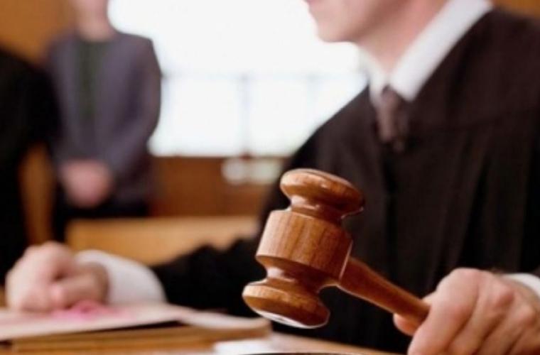 Consilier trimis în judecată sub acuzaţia de escrocherie