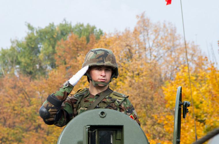 Ce face un contingent al Armatei Naționale la Parada Militară de la București?