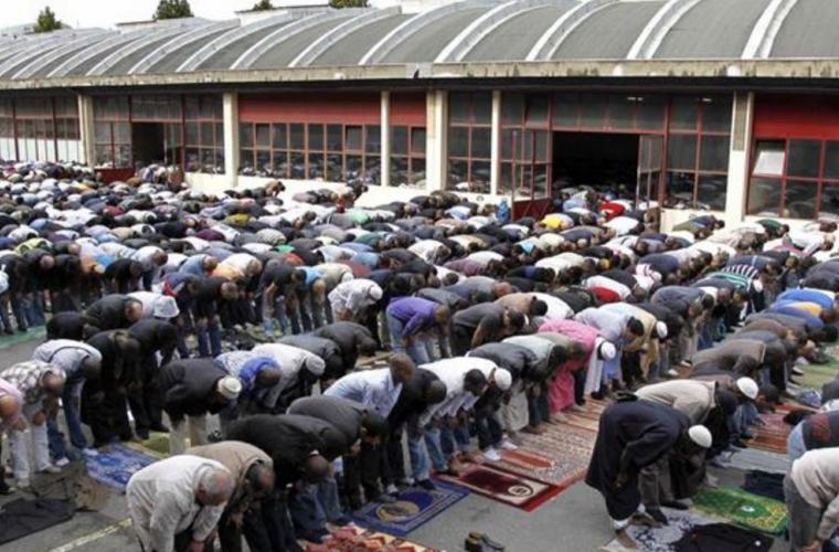 În Franța e posibilă interzicerea rugăciunilor publice pentru musulmani