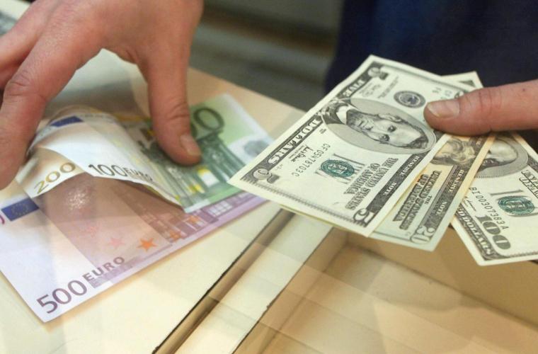 În Moldova se menține surplusul de valută străină