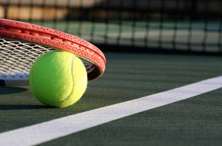 Un antrenor și alte trei persoane care aranjau meciuri de tenis, reținuți