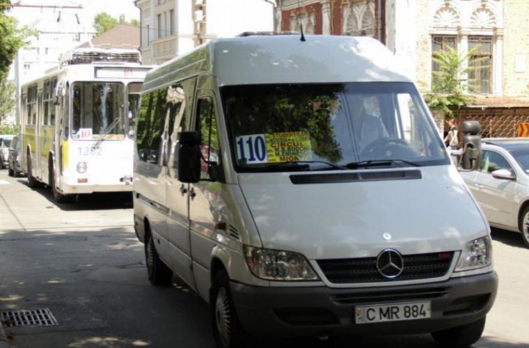 Șoferul unui microbuz din Chișinău a blocat ușile și s-a dus cu toți pasagerii la poliție