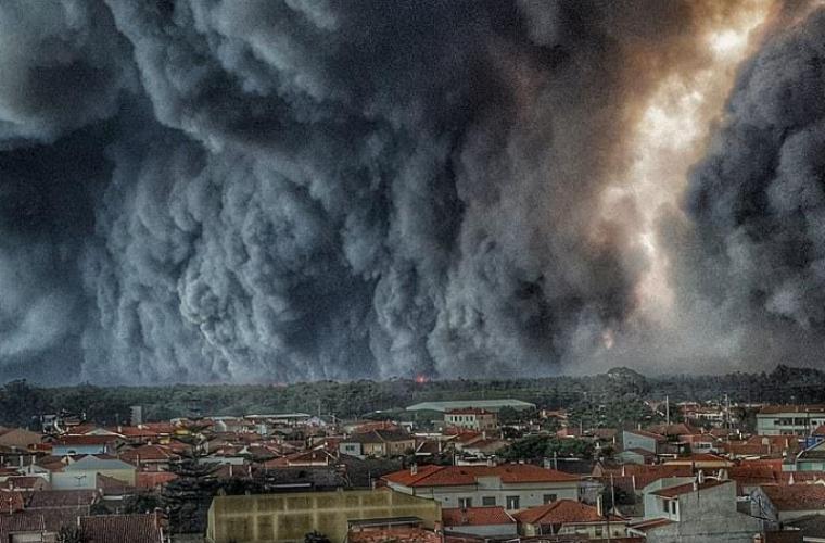Incendii în California: Circa 200.000 de persoane au primit ordine de evacuare