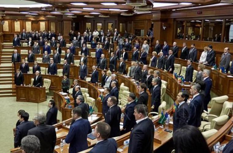 Deputații regretă decesul primului președinte al Parlamentului