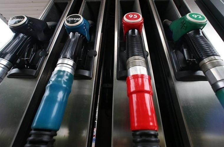 În Moldova se ieftinesc carburanții!