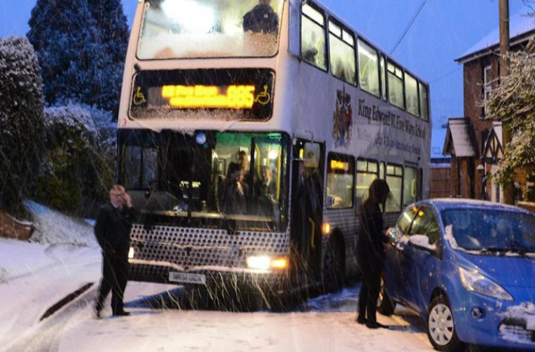 Anglia, paralizată pentru a treia zi de vremea rea și de ninsori