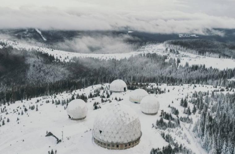 Muntele Tomnatic, văzut de sus! Imagini spectaculoase surprinse de o dronă! (FOTO/VIDEO)