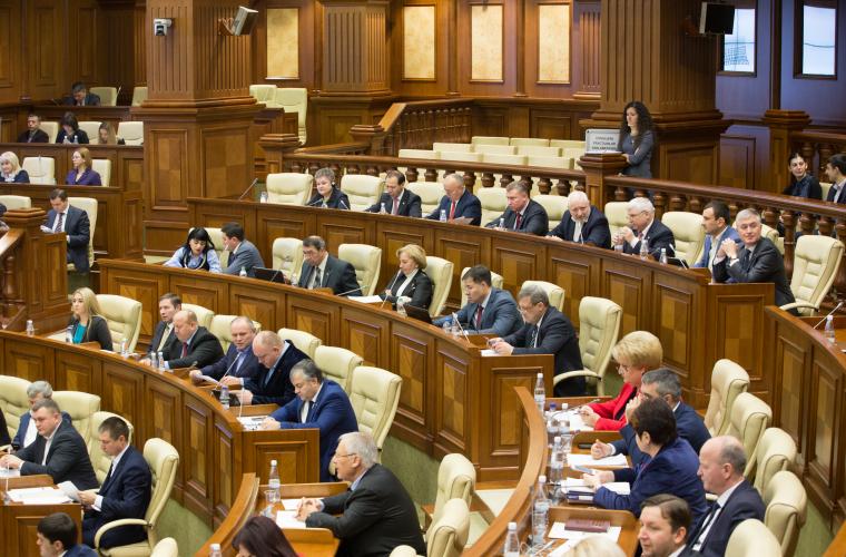 Parlamentul blochează modificarea Constituției