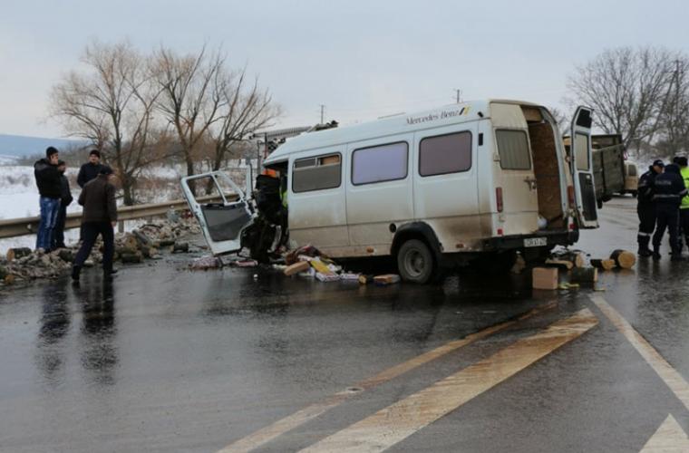 Accident pe traseul Chişinău-Soroca: Două persoane au ajuns la spital