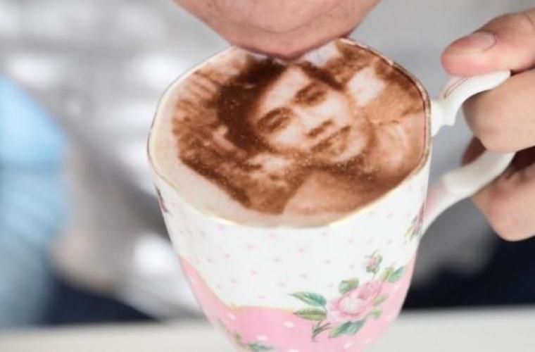 O cafenea din Londra reproduce selfie-urile clienţilor în spuma băuturii