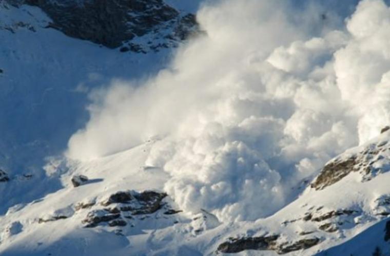 Atenţie, turişti! Risca mare de producere a avalanşelor în Munţii din România