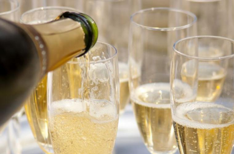 Cum să apreciem calitatea vinurilor cu bule magice