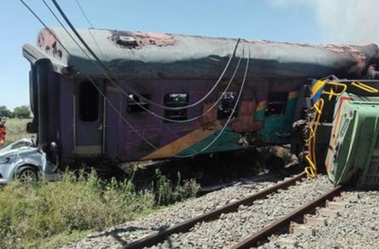 Accident grav, după o coliziune între un tren şi un camion în Africa de Sud (VIDEO)