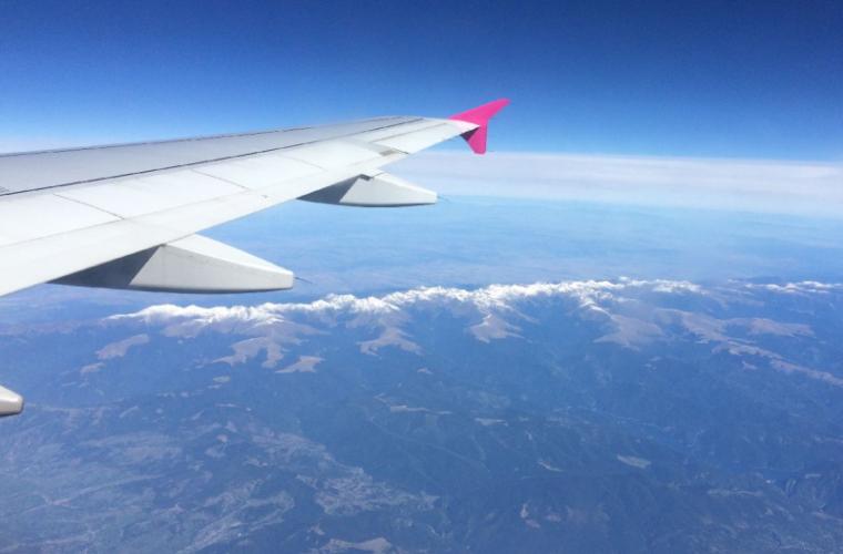 A zburat SINGURĂ - într-un avion gol