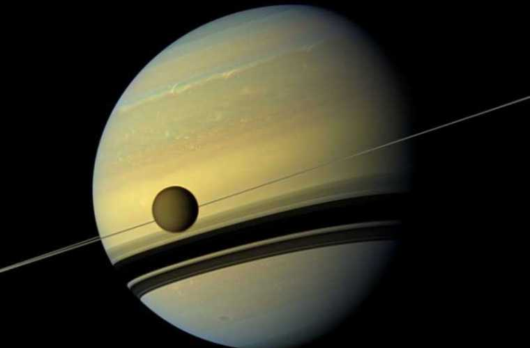Satelitul Saturnului, seamănă mai mult cu Pămîntul decît se credea anterior