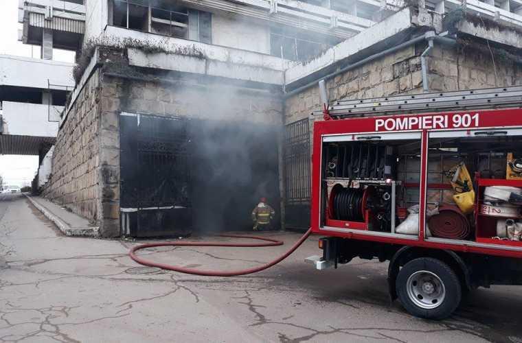 Ce pagube a provocat incendiul izbucnit la Hotelul Naţional
