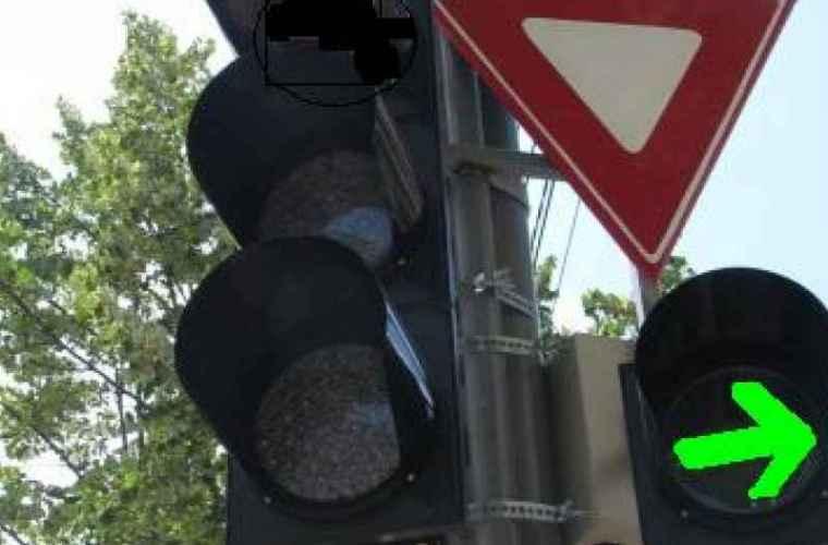 Circulație rutieră reorganizată, la o intersecţie din capitală