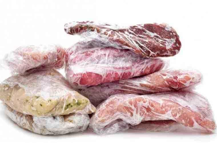 Cum dezgheţi rapid şi sigur carnea? În 10 minute e gata de preparare