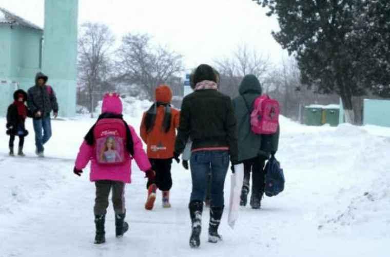 Din cauza ninsorilor, peste 14 mii de elevi nu au ajuns la școală